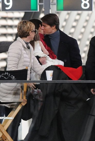 tom cruise and katie holmes kissing. Photos of Tom Cruise and Katie Holmes Kissing on the Set of Knight and Day